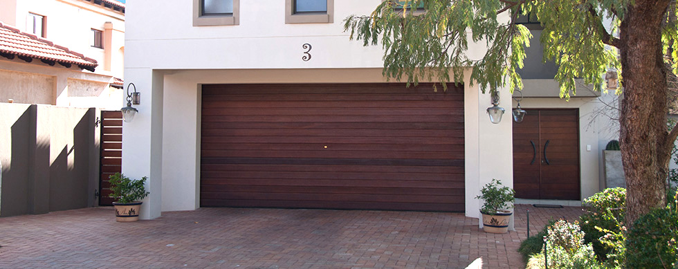 Roos-Garage-Doors-Slide4